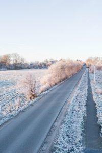 drohnenfotografie-schleswig-holstein-landschaft-drohne-fotografie-schnee6a-200x300 drohnenfotografie-schleswig-holstein-landschaft-drohne-fotografie-schnee-straße
