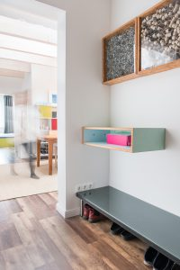 interiorfotografie-dachgeschosswohnung-modern-designklassiker-kunst-farben-holz01-200x300 interiorfotografie-dachgeschosswohnung-modern-designklassiker-kunst-farben-holz-eingang