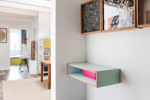 interiorfotografie-dachgeschosswohnung-modern-designklassiker-kunst-farben-holz02-300x200 interiorfotografie-dachgeschosswohnung-modern-designklassiker-kunst-farben-holz-eingang