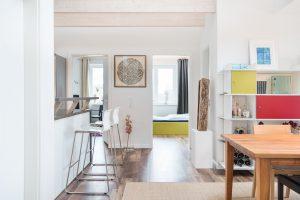 interiorfotografie-dachgeschosswohnung-modern-designklassiker-kunst-farben-holz03-300x200 interiorfotografie-dachgeschosswohnung-modern-designklassiker-kunst-farben-holz