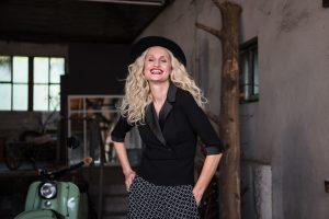 mode-best-ager-blonde-hair-hamburg-fashion-fotografie-06a-300x200 mode-best-ager-blonde-hair-hamburg-fashion-fotografie