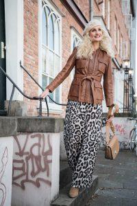 mode-best-ager-blonde-hair-hamburg-fashion-fotografie-15-200x300 mode-best-ager-blonde-hair-hamburg-fashion-fotografie-15