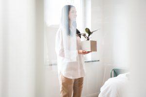 Interiorfotografie im Schlafzimmer mit natürlichen Farben im Japandi Look und Scandi