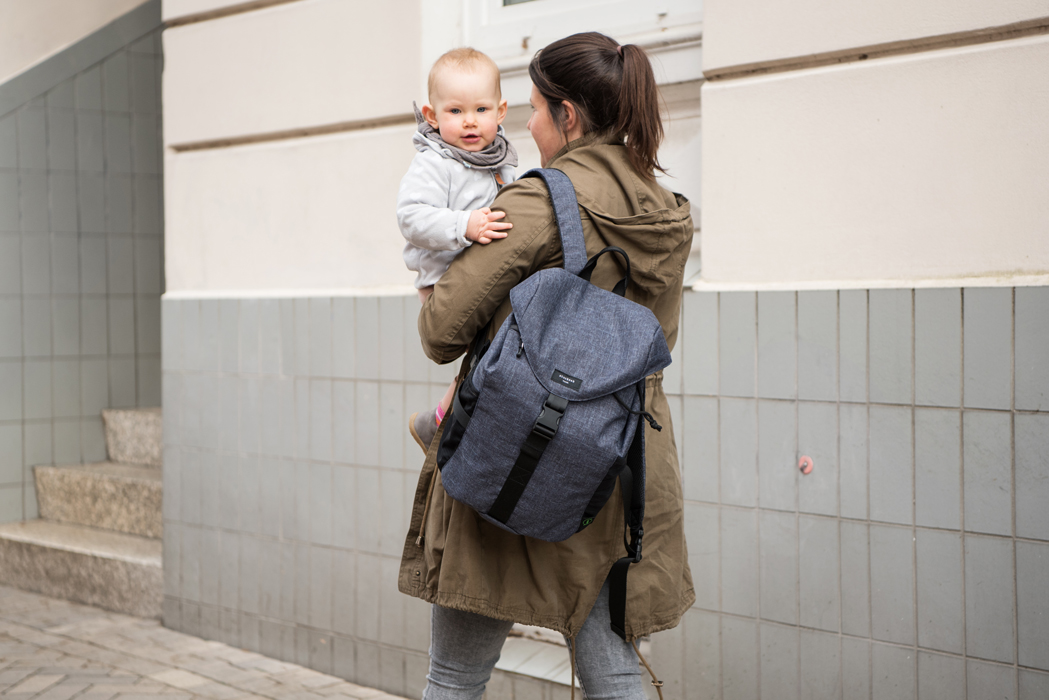 Paar mit Baby Kindermode, Kids Fashion Hamburg